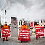 Greenpeace in azione contro Generali: «Basta carbone, senza eccezioni. Il leone di Trieste dia priorità a tutela di salute, clima e ambiente»