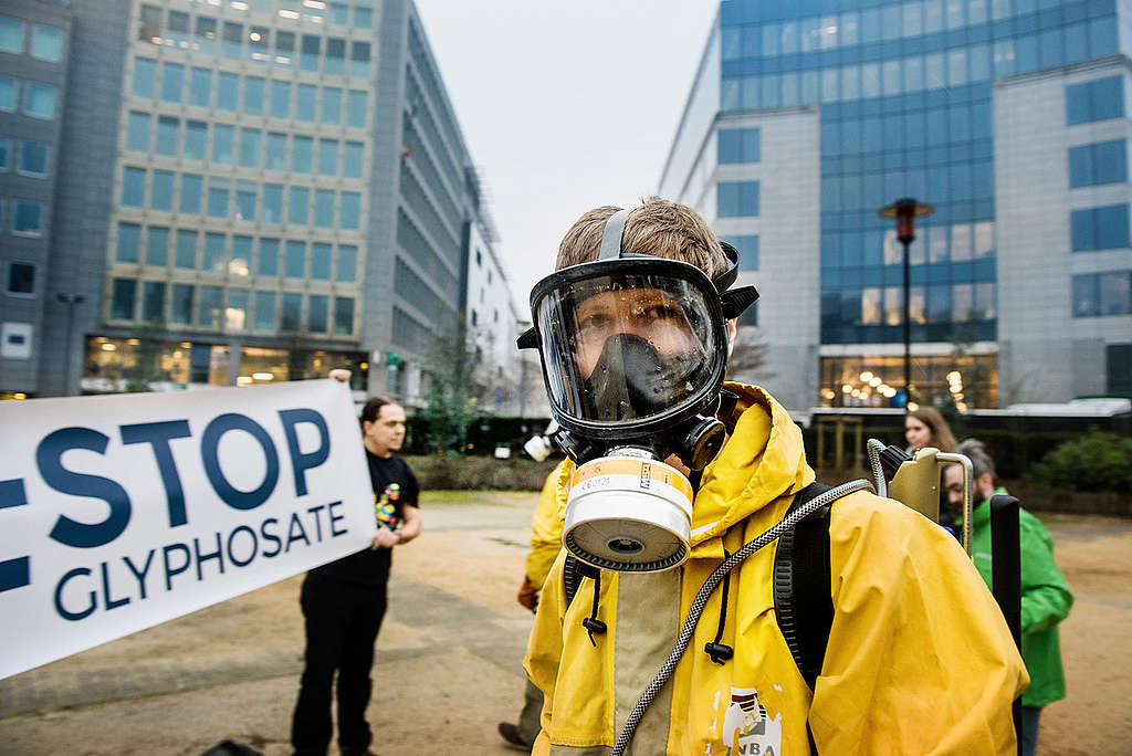 Activity in Brussels to Launch European Citizens' Initiative to Ban Glyphosate. © Eric De Mildt / Greenpeace