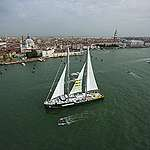 Greenpeace, la Rainbow Warrior torna in Italia