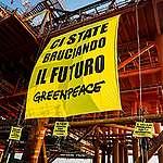 In azione su una piattaforma in Sicilia: basta bruciarci il futuro!