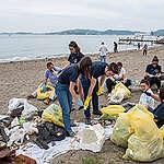 Greenpeace: mezzo milione di rifiuti in plastica raccolti. Coca Cola, Nestlè e Pepsi i marchi più frequenti