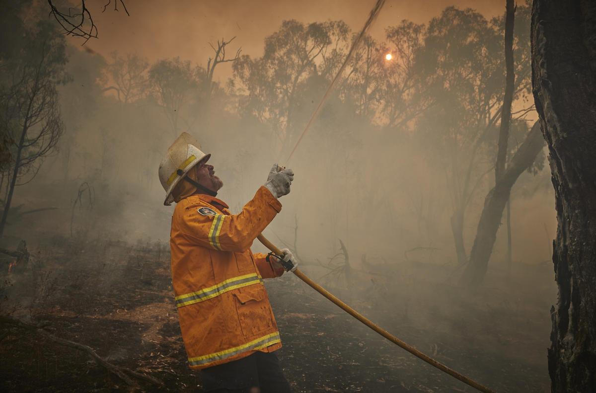 Volunteer Firefighter during Bushfire in Snowy Mountains, Australia. © Kiran Ridley / Greenpeace