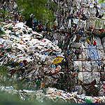 穴だらけのプラスチック汚染対策