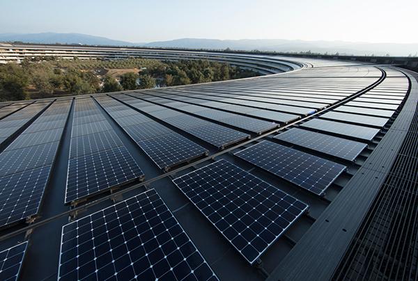 애플 본사 건물에 설치된 태양광 패널 (사진출처: 애플)
