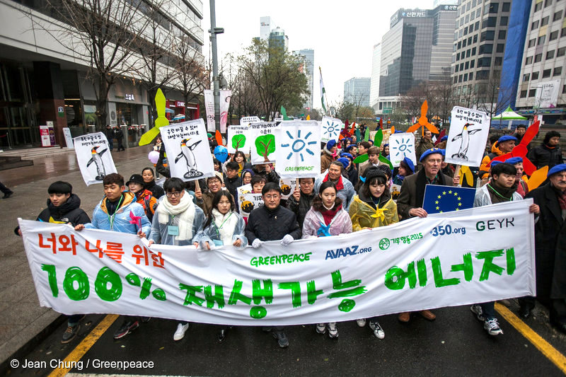 Participants in the Global Climate March walk on the Cheonggye Street in downtown Seoul. One thousand people take to the street, and join the peace march demanding the global leaders to reach a new global climate agreement at the Paris Climate Summit. Over the world, on the eve of the summit, hundreds of thousands of people, almost in 150 countries, join the Global Climate March.Greenpeace forms a coalition force for the Global Climate March with civil society groups, local and international environmental organisations such as Avaaz, ClimateAction2015, Green Environment Youth Korea and 360.org.