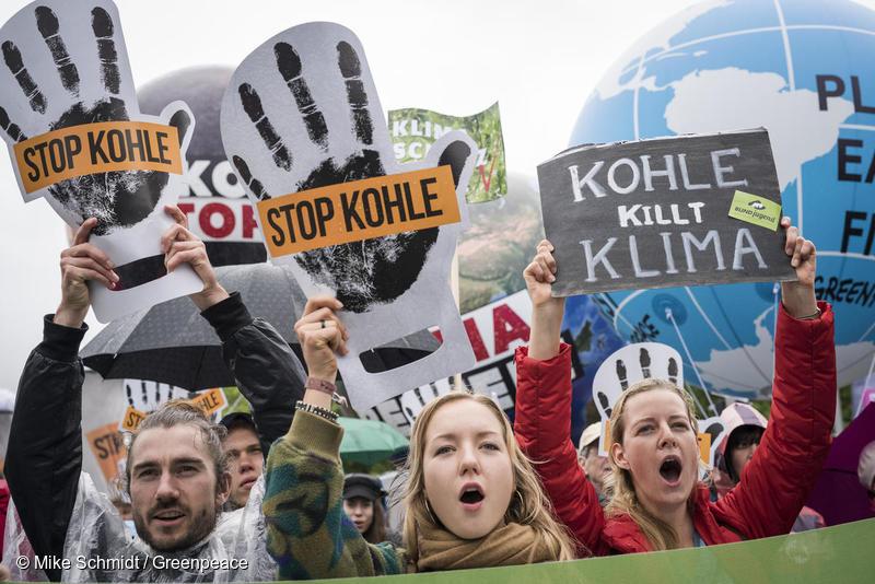 독일 베를린에서 석탄 퇴출 시위를 벌이고 있는 시민들