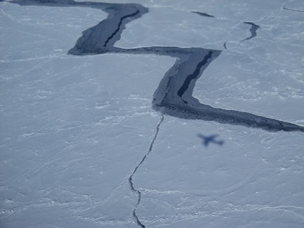 갈라진 남극 해빙