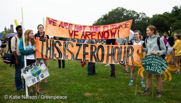 지난 7월 워싱턴 D.C 백악관 앞에서 청소년 기후행진을 펼치고 있는 제로 아워