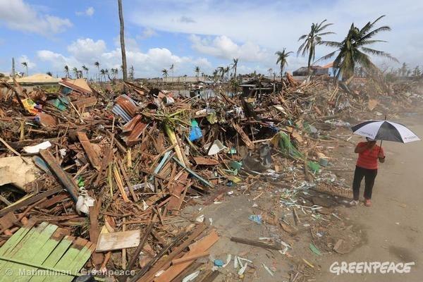 2013년 말, 태풍 하이옌의 타격을 받은 필리핀의 한 도시
