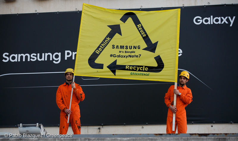 26/02/2017. Palau de Congresos de Catalunya, Barcelona, Spain.Greenpeace protests outside the Palau de Congresos de Cataluña (Catalunya Palace of Congress) during the presentation of Samsung ahead of the Mobile World Congress to ask Samsung for a compromise to recycle the 4,2 million of Samsung Galaxy Note 7 devises that were defective. The way the smartphones have been made and discarded in the last 10 years is having a great impact on our planet, according to the report Greenpeace published today in United States. The report explains that the manufacturing of mobiles since 2007 has required the use of 968 Twh (Terawites per hour), which is nearly equivalent to the yearly power supply of India, and the devises will contribute significantly to the 50 millions tones of electronic waste that are expected to be generated in 2017. © Greenpeace/Pablo Blazquez26/02/2017. Palau de Congresos de Catalunya, Barcelona, España.Acción de Greenpeace en el Palau de Congresos de Catalunya en la presentación de Samsung previa al Mobile World Congress para pedir a Samsung un compromiso para reciclar los 4,2 millones de dispositivos Samsung Galaxy Note 7 que resultaron defectuosos. La forma en la que los smartphones se han fabricado y desechado en los últimos 10 años está teniendo un gran impacto sobre nuestro planeta, según el informe publicado hoy por Greenpeace Estados Unidos. El informe muestra que la fabricación de móviles desde 2007 ha requerido el uso de 968 TWh (Teravatios hora), lo que casi equivale al suministro eléctrico anual de la India, y los dispositivos contribuirán significativamente a los 50 millones de toneladas de residuos electrónicos que se espera que se generen en 2017. © Greenpeace/Pablo Blazquezcopyright. ©Greenpeace-©Greenpeace Handout –No sales – No Archives – Editorial Use Only – Free use only for 14 days after release. Photo provided by GREENPEACE, distributed handout photo to be used only to illustrate news reporting or commentary on the facts or events d