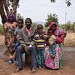 Au Kenya, la famille Guyo s'inquiète pour la vie et la santé de ses enfants menacées par des vagues de chaleur toujours plus fortes.