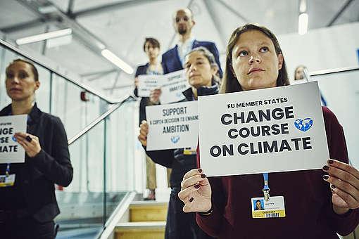 Aktivisten fordern von den Delegierten der COP24, den Klimakurs zu ändern