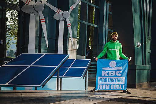 Action contre les investissements dans le charbon de la banque KBC à Bruxelles