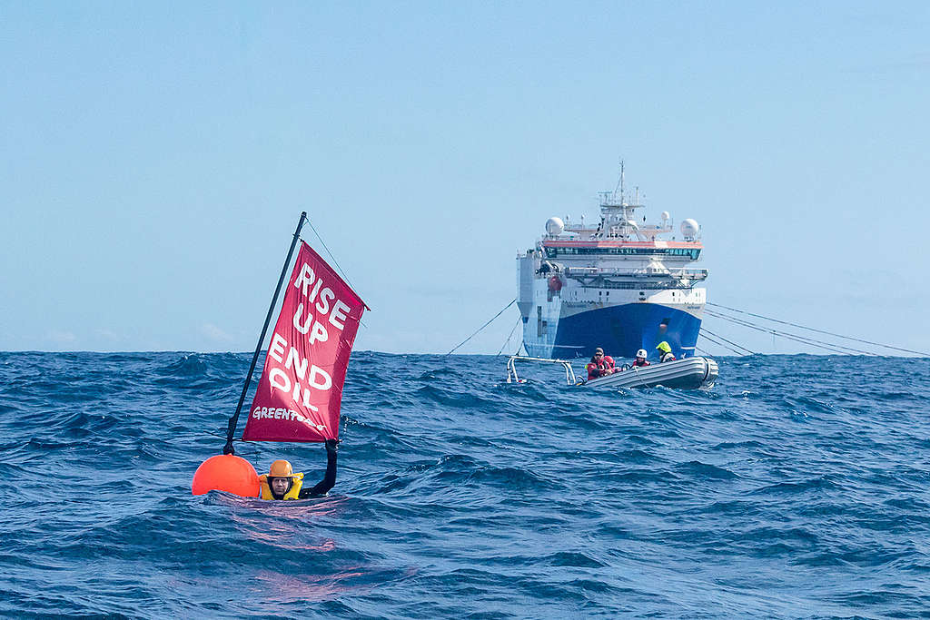 Disrupting Seismic Testing Vessel with Swimmers in New Zealand. © Jason Blair