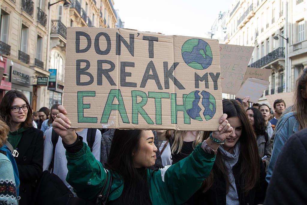 Greta Thunberg et des milliers d'étudiants défilent pour le climat à Paris