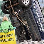 des activistes de Greenpeace, en provenance d'Allemagne, de Pologne, de Belgique et du Luxembourg se sont rassemblés pour une manifestation non-violente devant l'ECCL (European Conference Center Luxembourg) à l'occasion du Conseil sur les Transports de l'UE.