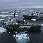 Arctic Sunrise & Esperanza in der Arktis.