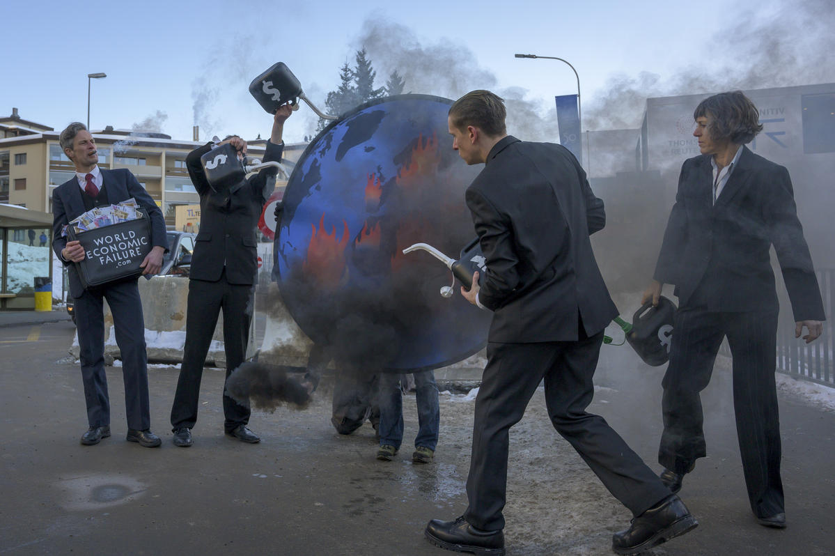 Stop Funding Climate Emergency Action at WEF in Davos. © Greenpeace / Ex-Press / Flurin Bertschinger