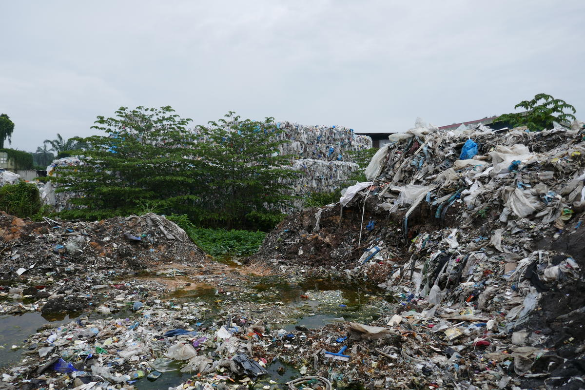 Plastic Waste near Wespack Recycling Factory, Malaysia. © Greenpeace