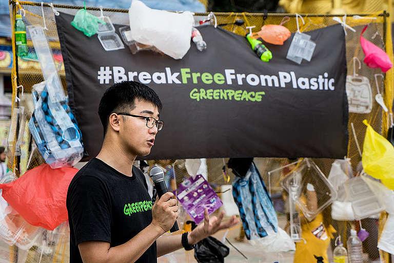 Break Free from Plastic Activity in Batu Cave, Malaysia. © Han Choo / Greenpeace