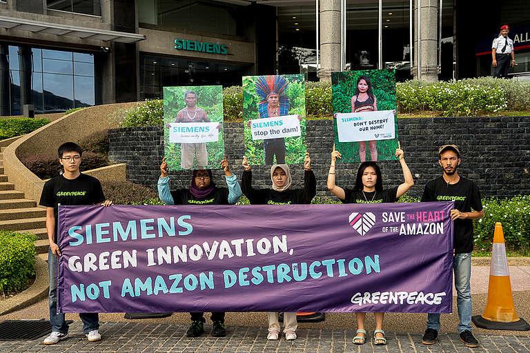 Tapajós Action at Siemens Headquarters in Kuala Lumpur. © Han Choo / Greenpeace