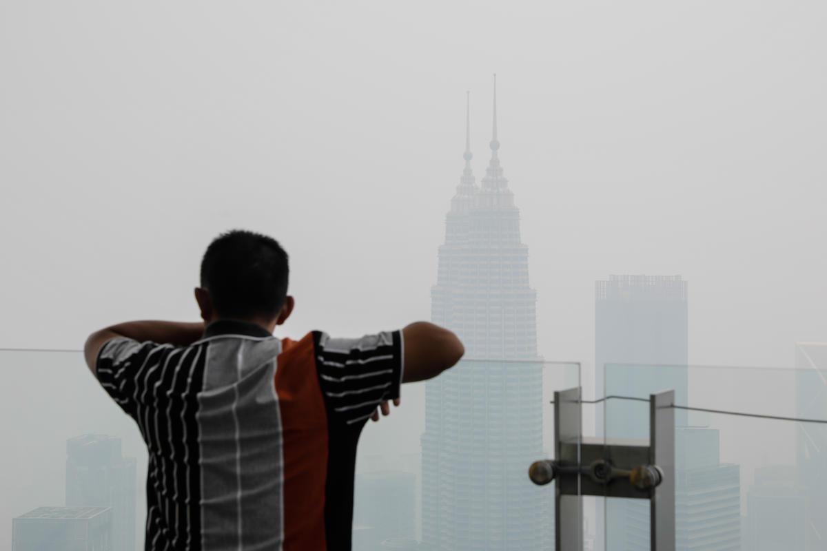 Haze in Kuala Lumpur. © Joshua Paul / Greenpeace
