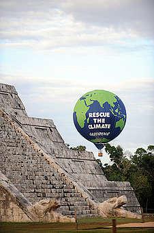 Hot Air Balloon for COP16 in Mexico. © Luis Pérez