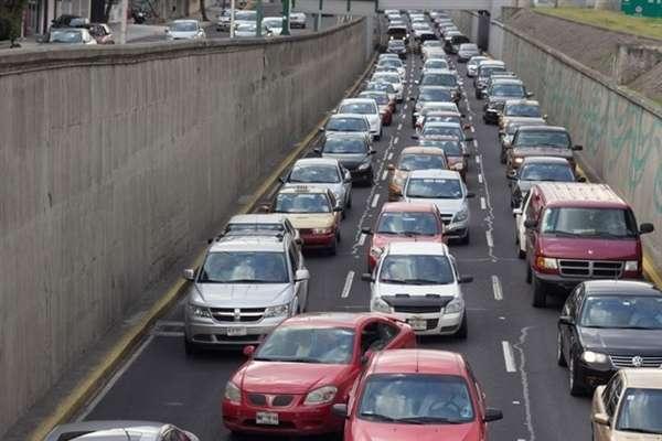 Tráfico en las grandes ciudades de México contamina el aire