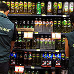 Con Stamping, Greenpeace llama a Coca Cola, Pepsico, Nestlé Unilever y P&G a regalarnos una navidad sin plásticos