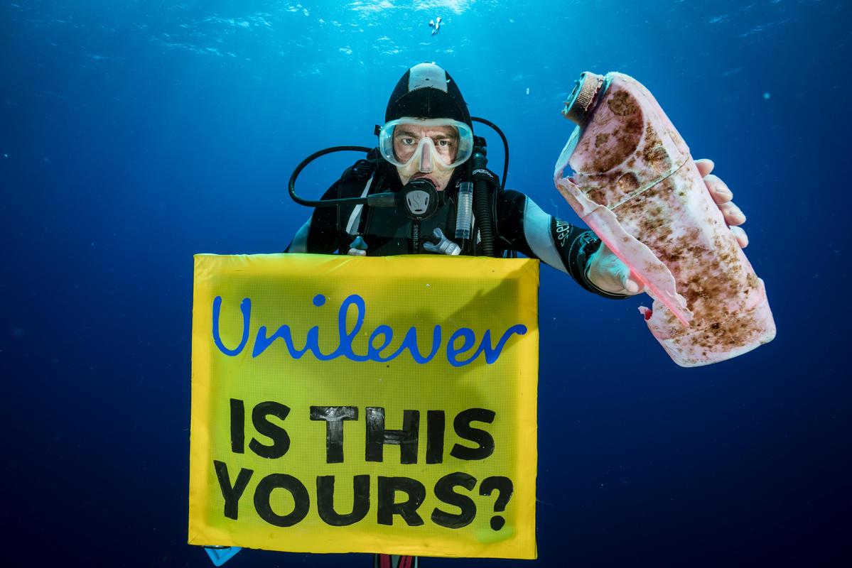 Plástico encontrado en el Gran Parche de Basura del Pacífico. © Justin Hofman