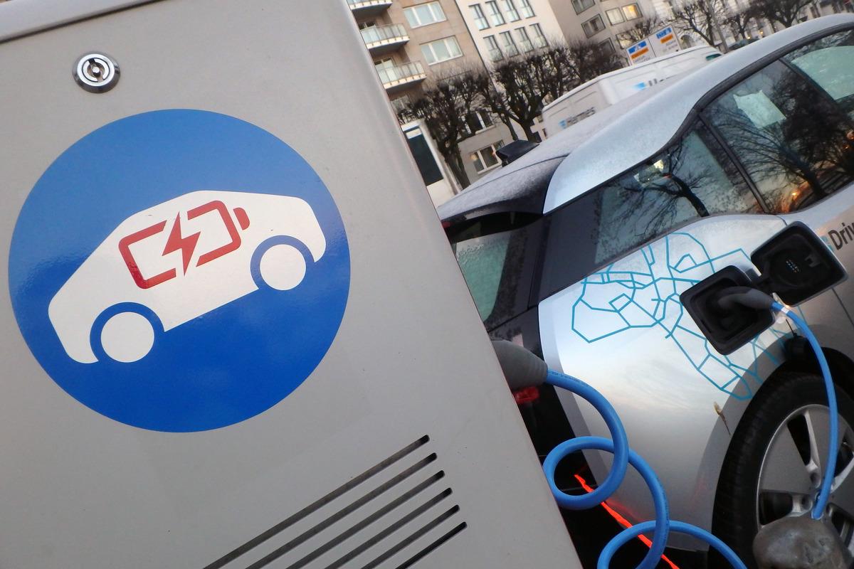 Estación de carga para coches eléctricos en Hamburgo. © Conny Boettger