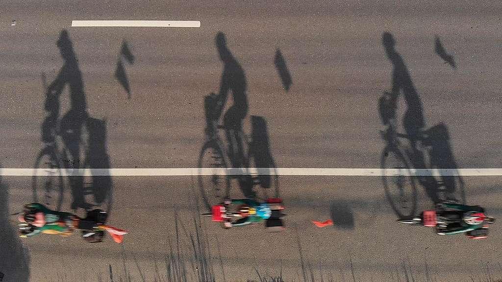 Ciclistas rodando © Arnaud Vittet
