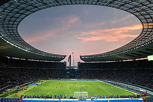 Gazprom Banner at the Champions League Final in Berlin. © Gordon Welters / Greenpeace