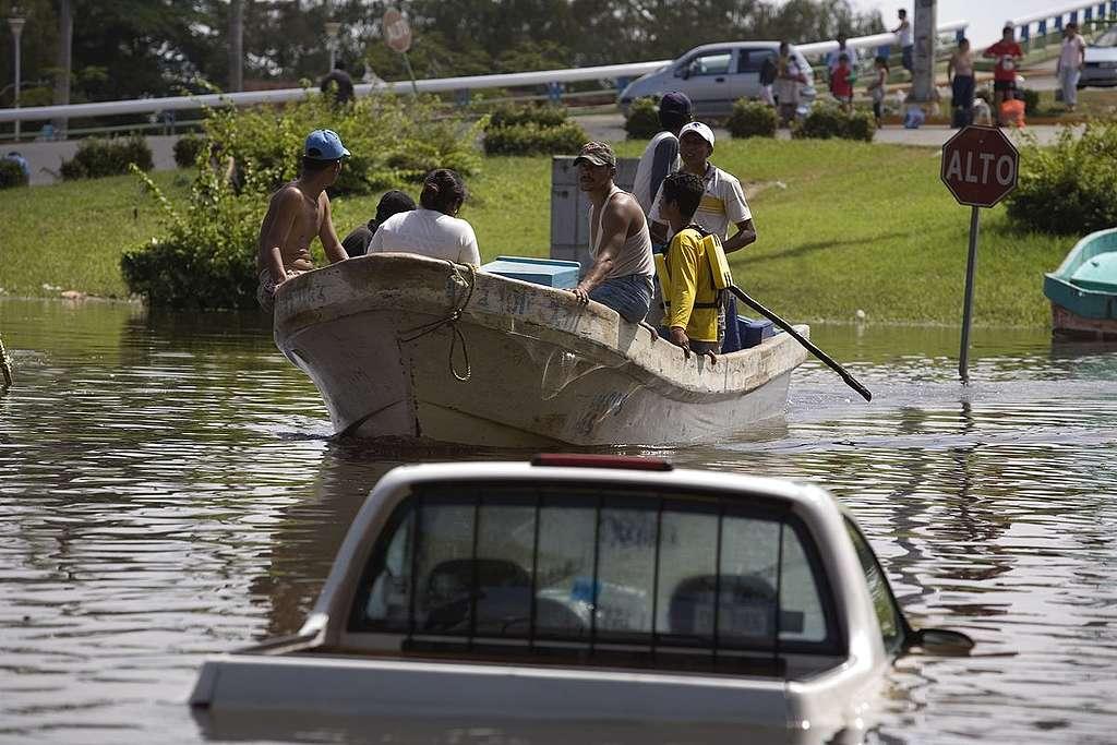 Victimas de la inundación en México © Greenpeace / Gustavo Graf