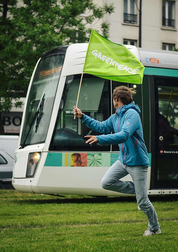 Actividad para promover aire limpio en Paris © Lucas Barioulet / Greenpeace