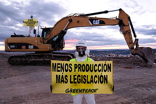 Access Blockade Action at Valdemingómez Landfill in Madrid. © Pedro Armestre / Greenpeace