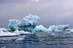 Iceberg in the Southern Ocean. © Greenpeace / Jiri Rezac