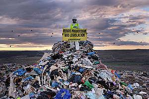 Access Blockade Action at Valdemingómez Landfill in Madrid. © Pedro Armestre / Greenpeace
