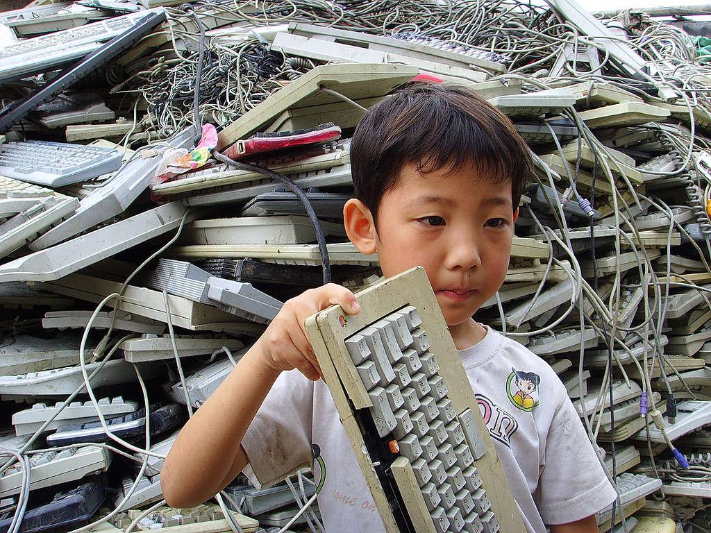 La basura electrónica también contamina el medio ambiente