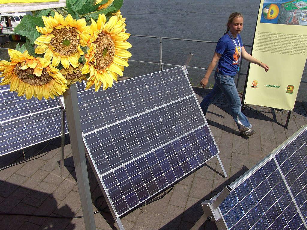 International Renewable Energy Conference in Bonn. © Greenpeace / Hartwig Lohmeyer