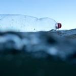 Onderzoek Greenpeace: plastic vervuiling en schadelijke chemicaliën in afgelegen Antarctische wateren