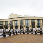 Expositie van rechtszaken tegen Shell tijdens jaarlijkse aandeelhoudersvergadering