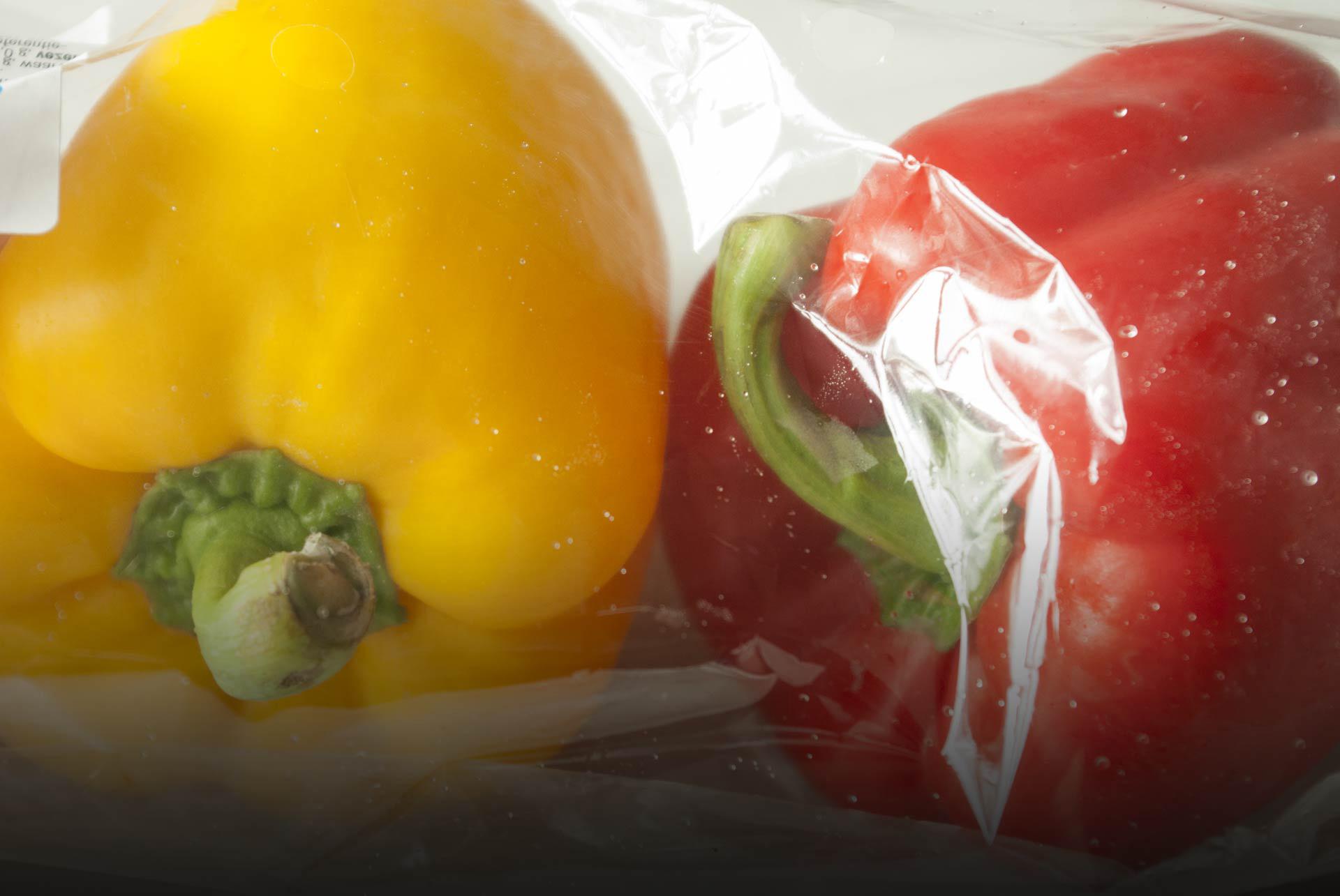 Paprika's in plastic verpakt
