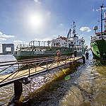 Greenpeace-schepen in Amsterdam