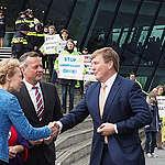"""Greenpeace demonstreert op """"100 jaar luchtvaart""""-viering"""