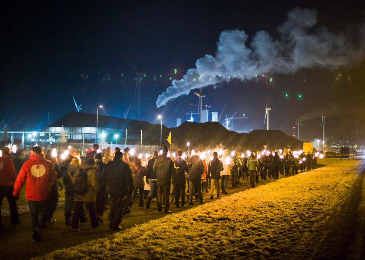 Klimaatactie Bouwplaats Kolencentrale Essent/RWE in Eemshaven Groningen. © Greenpeace / Cris Toala Olivares