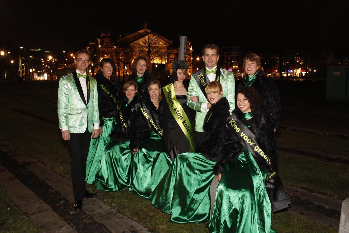 Klimaat en Energie actie bij het Nieuwjaarsconcert van Nuon in het Concertgebouw in Amsterdam. © Greenpeace / Bas Beentjes