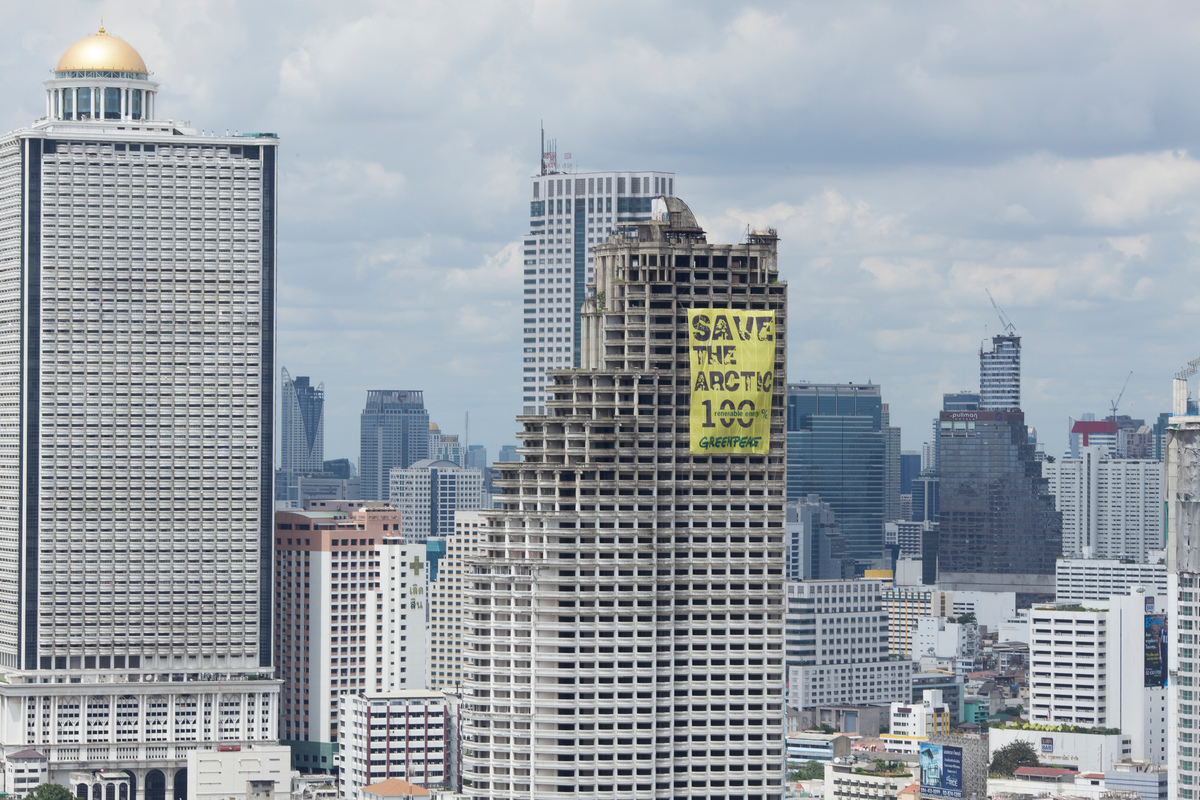 'Mountains and Rooftops' Arctic Sanctuary Action in Bangkok. © Roengchai  Kongmuang / Greenpeace