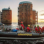 Greenpeace protesteert op Brent olieplatforms, die Shell in de Noordzee wil laten wegrotten