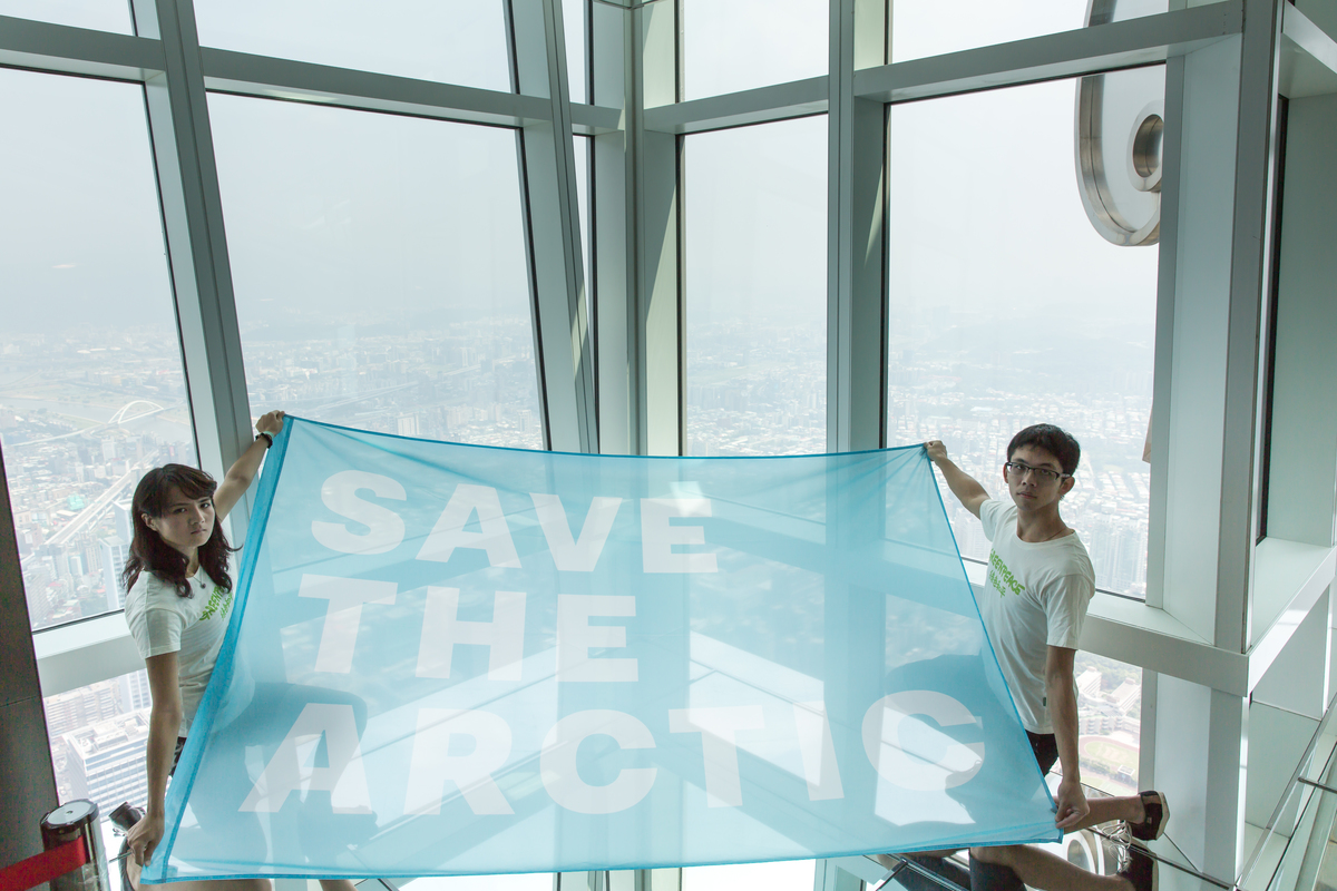 'Mountains and Rooftops' Arctic Sanctuary Action in Taipei. © Greenpeace
